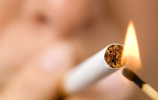 implantes dentales tabaco