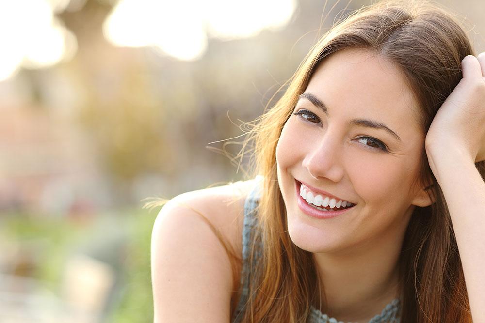 sonrisa chica clinica estetica dental gijon